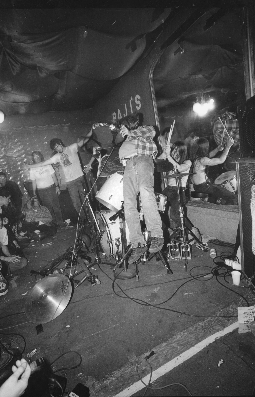 Nirvana love buzz live in austria 1989 - 5 5